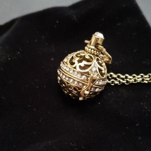 Essential oil filigree diffuser necklace